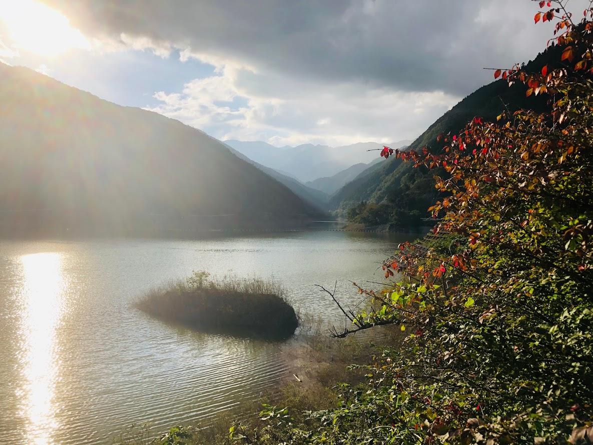 If you reach Arima Dam, you will soon reach the spa of goal.