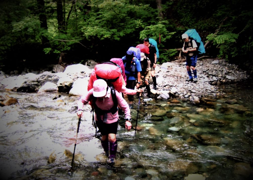 Hikers cross the Nukabira River tens of times and heads to Poroshiri-sansō.